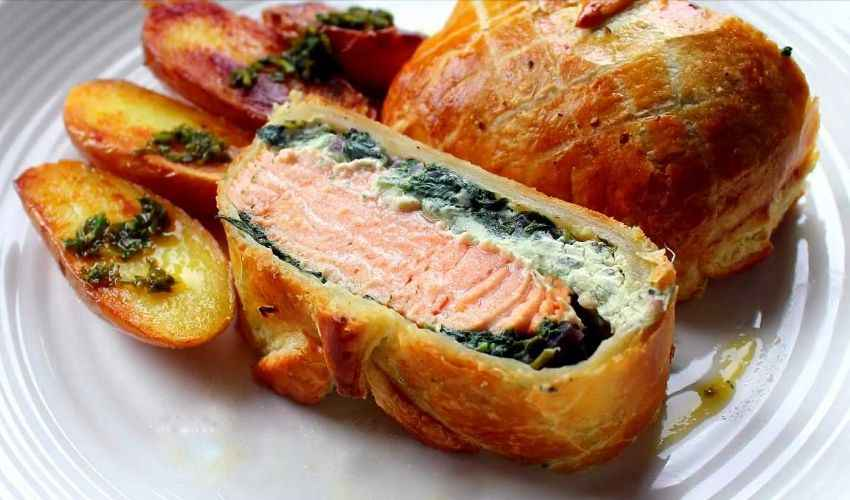 Filetto di salmone alla Wellington: in crosta di sfoglia croccante