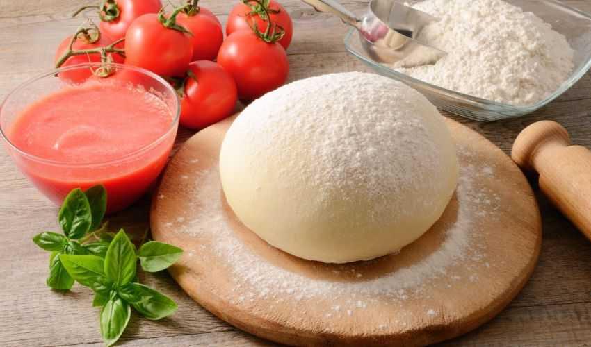 Impasto per la pizza: ricetta su come preparare un'ottima base pizze