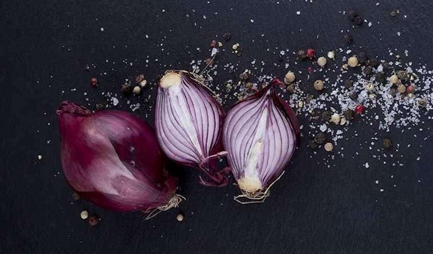 Rivalutiamo la cipolla, regina della cucina e alleata della salute