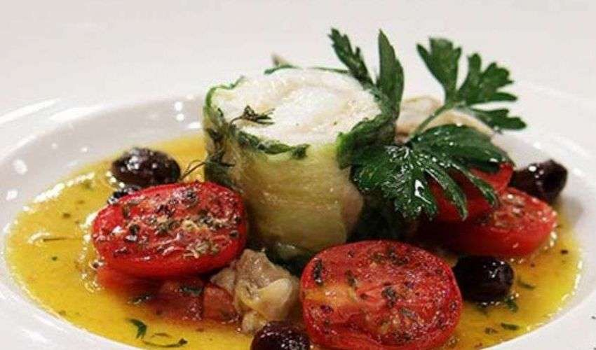 Rollè di branzino con scampi e lattuga: vera ricetta di Bruno Barbieri