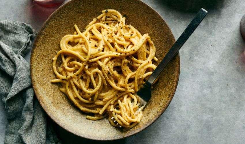 Spaghetti Cacio e pepe vegan (Made in Usa) scatenano la rivolta social