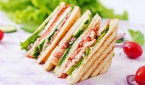 Club Sandwich: ricetta originale americana ingredienti freschi strati