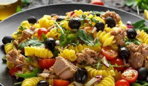 Pasta Tonno Zucchine e Olive: ricetta estiva semplice e veloce
