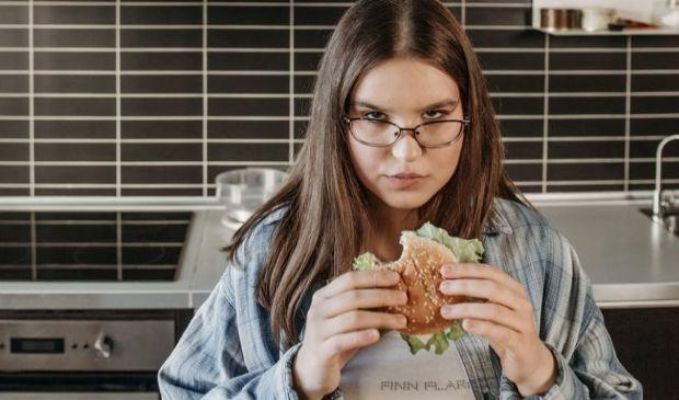 Cos'è il Craving, la voglia irrefrenabile di mangiare (da stress)