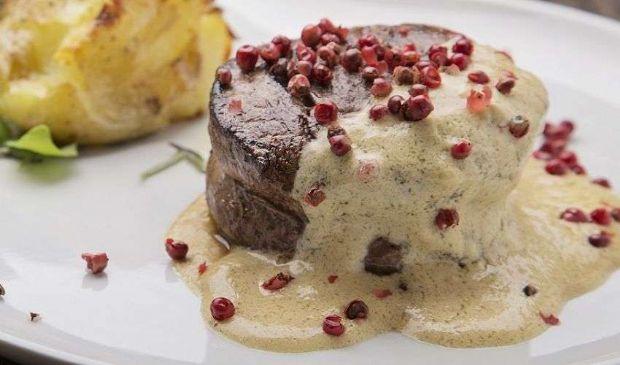 Filetto al pepe verde o rosa: ricetta facile e veloce con panna senape