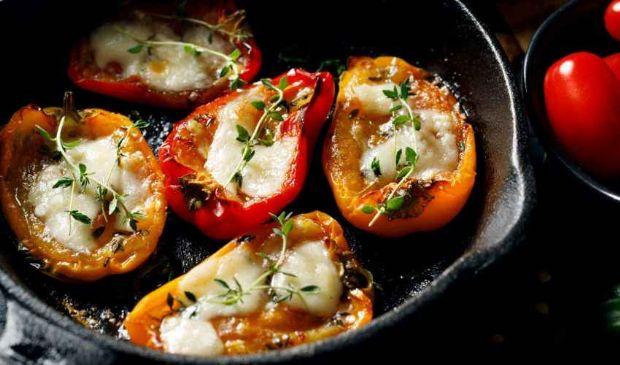Peperoni ripieni: ricetta estiva da fare al forno o in padella