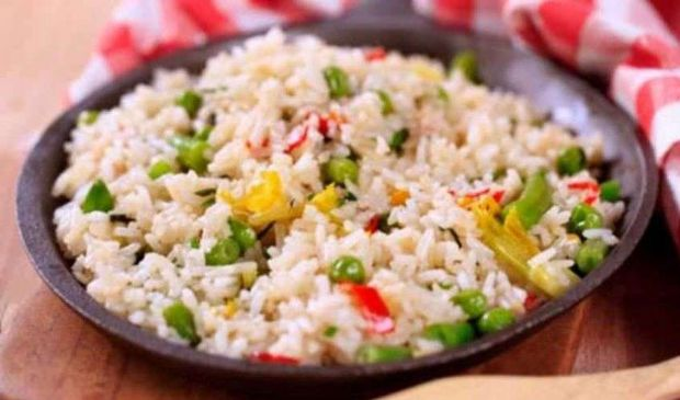 Riso alla Cantonese: ricetta tipica Cinese, ingredienti e preparazione