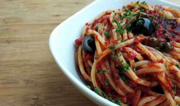 Spaghetti tonno capperi olive: ricetta semplice, veloce e facile