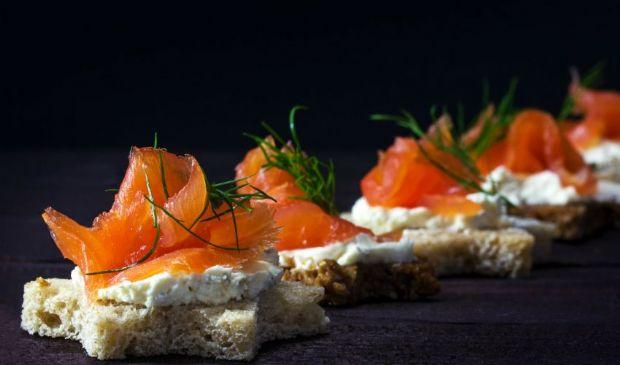 Tartine di salmone affumicato: ricetta, ingredienti e preparazione