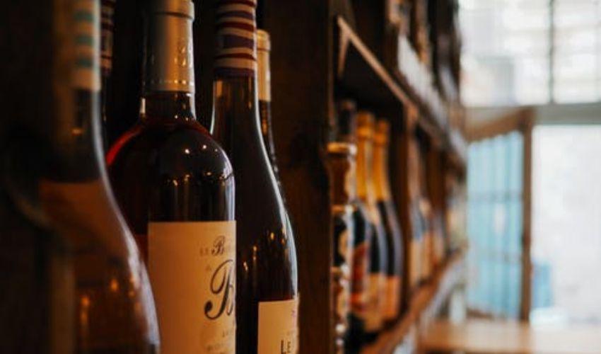 """In arrivo il vino """"dealcolato"""": Europa in pressing per l'alcol-free"""