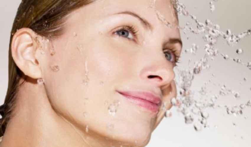 Acqua micellare: cos'è, costi 2020 Garnier, Venus, Avene, Bioderma