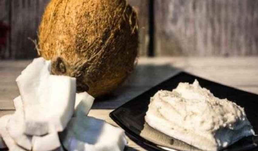 Burro di cocco fatto in casa: ricetta e uso cosmetico e alimentare