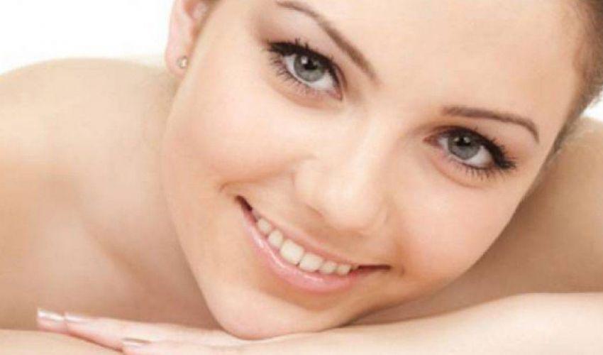 Come fare una base trucco perfetta per il viso? Trucchi e cosa serve