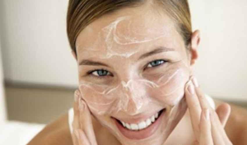 Crema esfoliante viso corpo: cos'è a cosa serve e migliori marche INCI