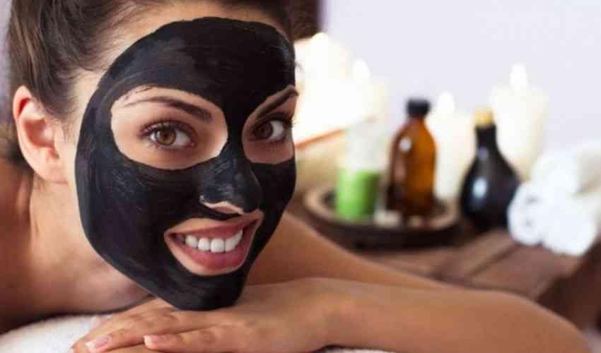 Maschera nera punti neri fai da te: ricetta black mask e ingredienti