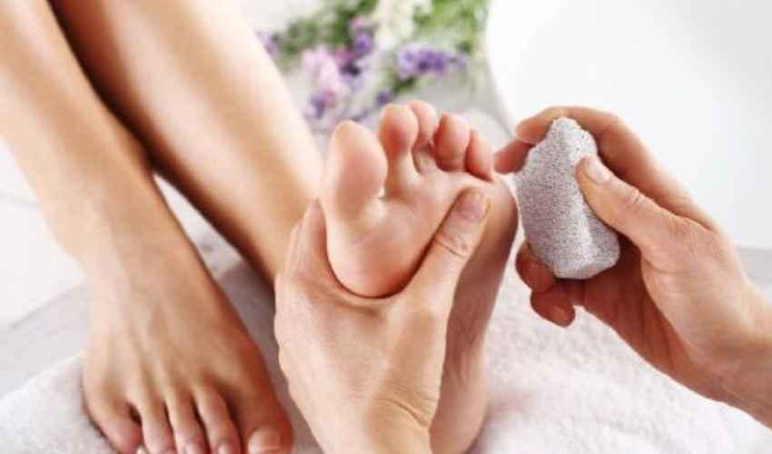 Pietra pomice piedi calli peli: come si usa, chi la vende e prezzo