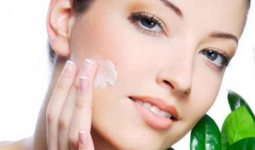 Pori dilatati: cosa sono e rimedi per restringerli su viso naso guance