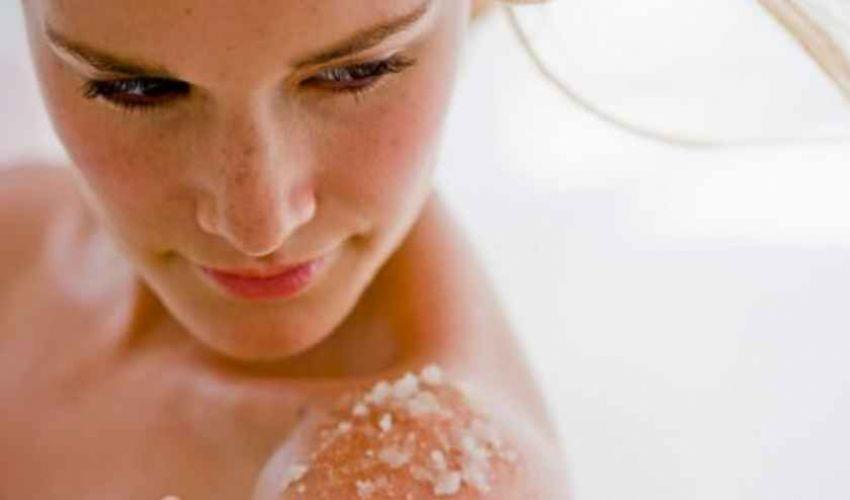 Scrub viso corpo: zucchero di canna succo di limone olio d'oliva miele