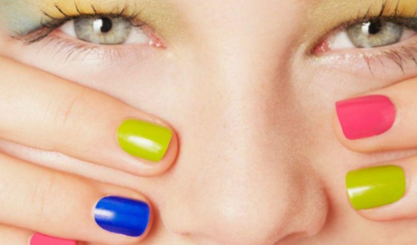 Smalti unghie estive corte 2020: colori forma più adatta mani e piedi