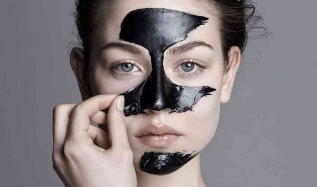 Black mask maschera viso: fatta in casa, ingredienti e come si fa