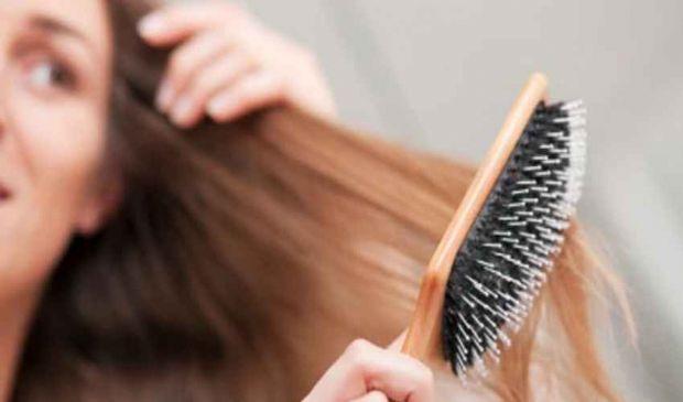 Capelli forfora grassa e secca: cause e rimedi, shampoo antiforfora