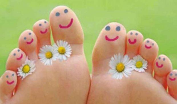 Come avere piedi lisci, morbidi e belli? I rimedi efficaci fai da te