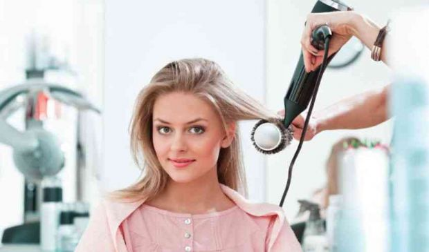 Piega capelli costo 2021: quanto costa messa in piega dal parrucchiere