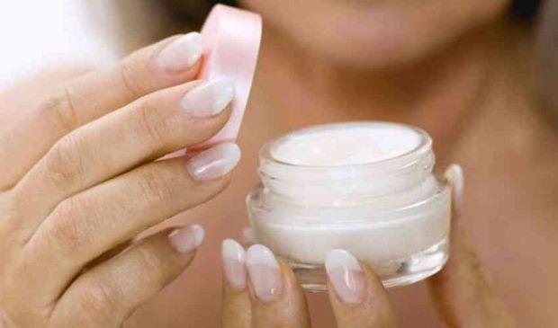 Crema idratante viso e corpo: cos'è, come funziona e costo