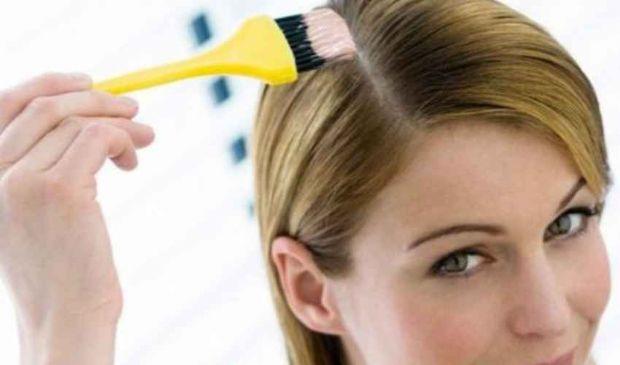 Decolorare i capelli: cos'è e come si usa il decolorante, costo