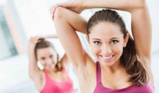 Dieta esercizi braccia flaccide: come renderle sode, toniche e snelle