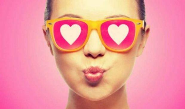 Mononucleosi: cos'è, sintomi, cause e cura virus malattia del bacio