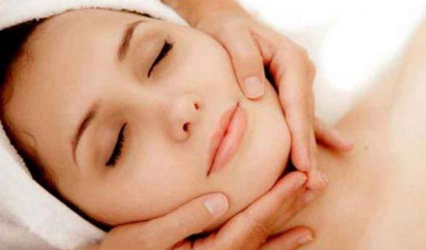 Peeling Viso Corpo: acido glicolico e mandelico contro acne rughe