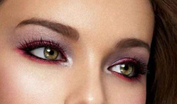 Eyeliner colorato 2020 e rossetto: ecco le nuove tendenze make up