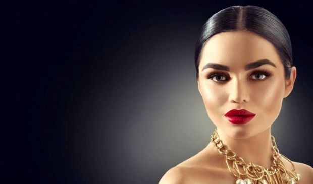 Trucco Capodanno 2021: make up occhi smokey eyes o look nude, idee