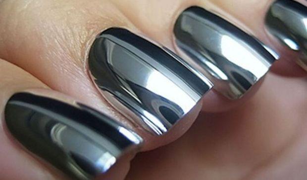 Unghie estate 2020 smalto a specchio: Layla Pupa Kiko mirror nails