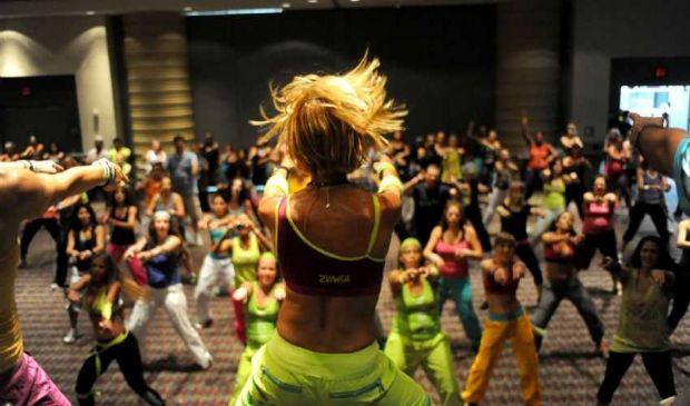 Zumba Fitness fa dimagrire 800 calorie in 1 ora su gambe e braccia