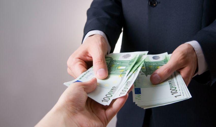Affitto in contanti 2020: è obbligatorio pagare il canone con assegno?