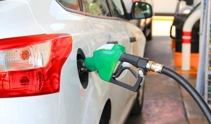 Benzina, nuovo record in vista dell'estate. Stangata da 273 euro