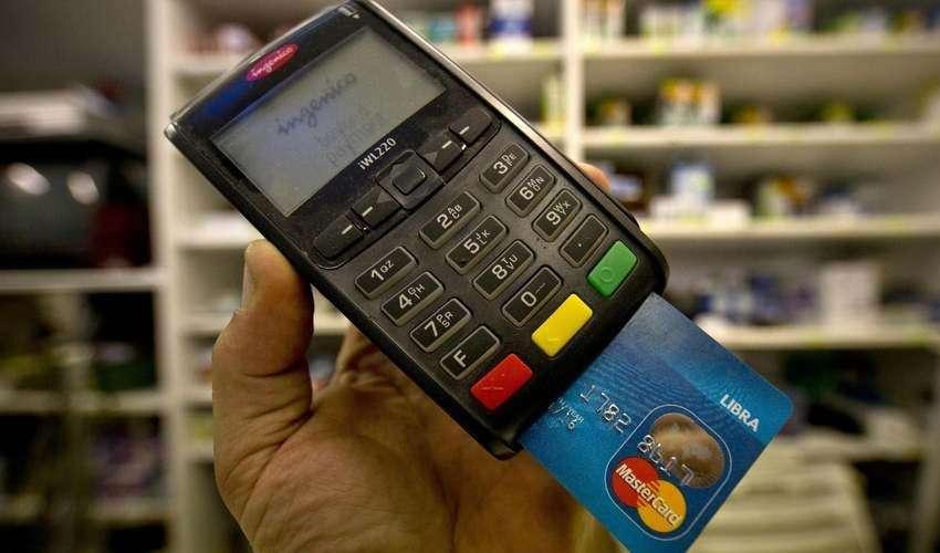 Piano cashless: stop commissioni pagamenti carte e bancomat fino a 5€