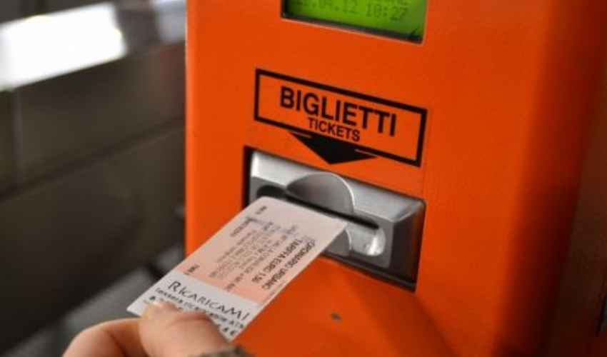 Multa per chi sale sull'autobus senza biglietto: norma MAI in vigore!
