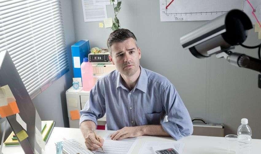 Telecamere sul posto di lavoro: è ammesso il controllo a distanza?