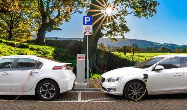 Auto, addio a diesel e benzina: dal 2035 in Ue solo veicoli elettrici