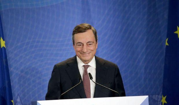 I mercati brindano a Draghi: Piazza Affari in rialzo, spread in calo