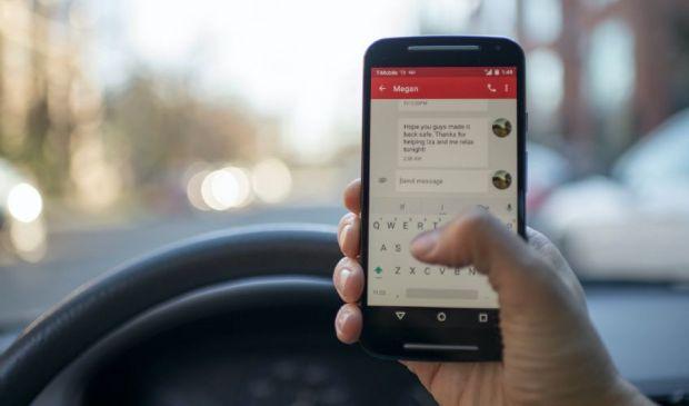 Cellulare alla guida, il vademecum contro le multe e sanzioni 2021