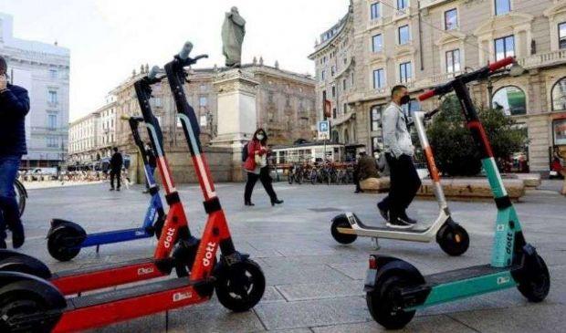 Monopattini e bici elettriche: arriva la mini-polizza Rc. Quanto costa