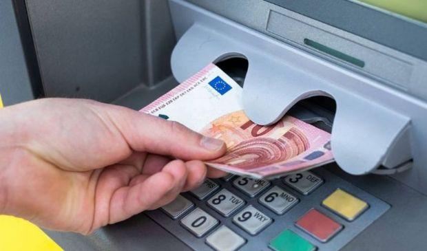 Conto corrente, prelievi bancomat più cari? Cosa cambia per i clienti
