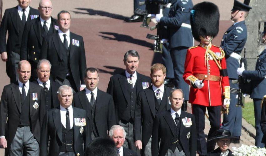 William e Harry: divisi al corteo tornano a parlarsi all'uscita
