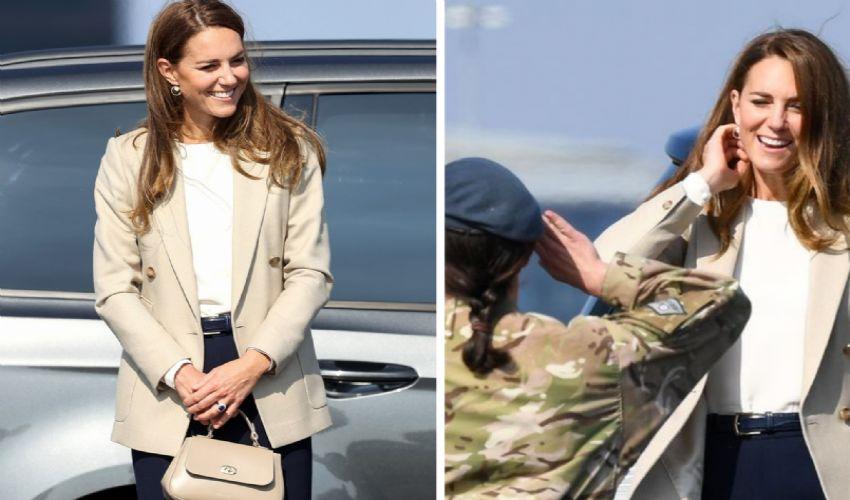 Kate Middleton alla base Raf, dagli eroi dell'evacuazione di Kabul