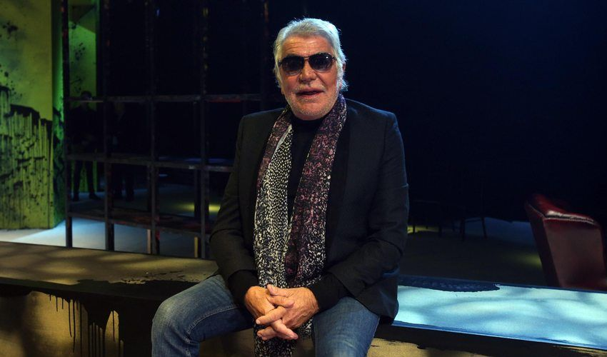 400 video per gli 80 anni di Roberto Cavalli, mentre l'azienda langue