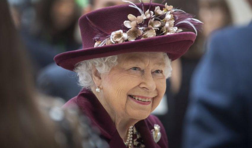 """Regina Elisabetta """"grazie per il supporto"""". Il compleanno senza Harry"""
